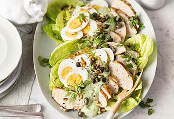 Hühnerbrust mit Ei und Kräutersalsa Foto: © Wolfgang Schardt