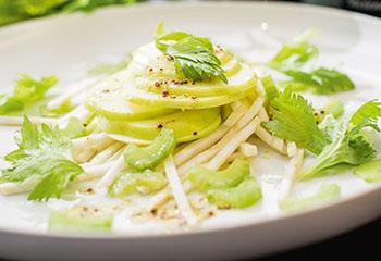 Sellerie-Apfel-Salat Foto: © Michael Reidinger