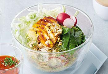 Quinoa-Bowl mit Halloumi Foto: © Janne Peters