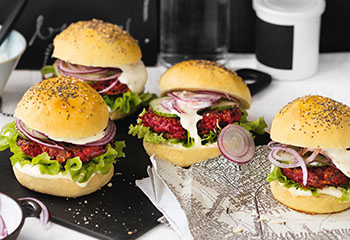 Burger mit Rote-Rüben-Laibchen Foto: © Wolfgang Schardt