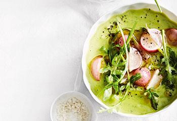 Erbsen-Rucola-Suppe mit Radieschen Foto: © Thorsten Suedfels