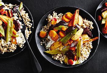 Bulgur & Quinoa mit Ofengemüse und Joghurt Foto: © Thorsten Suedfels