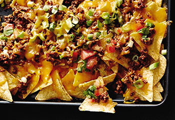 Überbackene Tortilla-Chips mit faschiertem und Tomatensalsa Foto: © Thorsten Suedfels