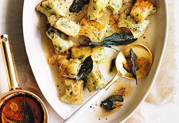 Rucola-Gnocchi mit Salbei und brauner Butter Foto: © William Meppem