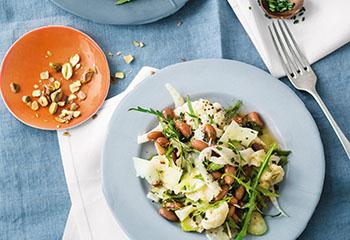 Bohnensalat mit Fenchel, Karfiol und Käse Foto: © Wolfgang Schardt