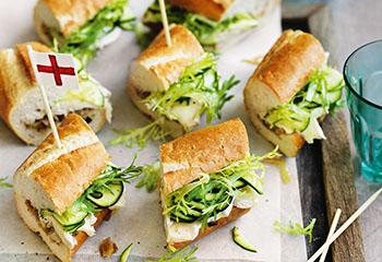 Brie-Baguette mit gebratenem Lauch und Zucchini Foto: © William Meppem