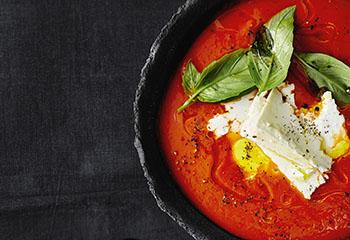 Paprika-Tomaten-Suppe mit Feta Foto: © Thorsten Suedfels