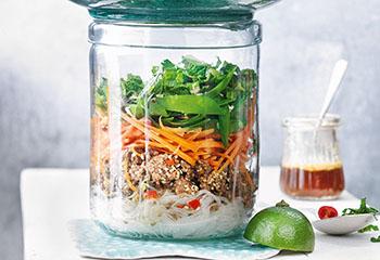 Glasnudel-Rindfleisch-Salat mit Gemüse Foto: © Nikolai Buroh