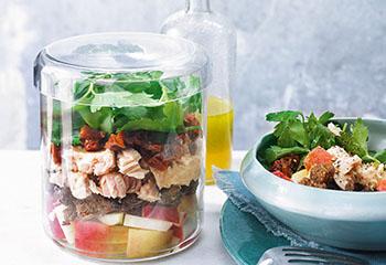 Thunfisch-Apfel-Salat mit getrockneten Tomaten Foto: © Nikolai Buroh