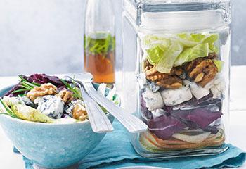 Radicchio-Birnen-Salat mit Gorgonzola und Nüssen Foto: © Nikolai Buroh