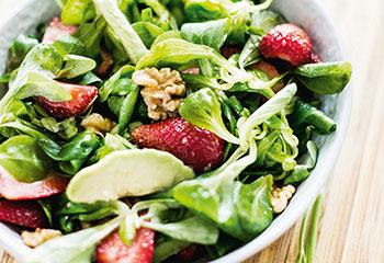 Avocado-Vogerlsalat mit Erbeeren Foto: © Michael Reidinger