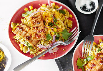 Couscous-Mais-Salat mit gebratenem Tofu Foto: © Wolfgang Schardt