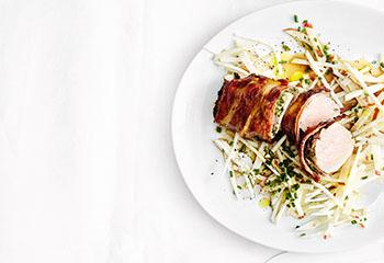 Schweinslungenbraten mit Apfel-Sellerie-Salat Foto: © Thorsten Suedfels