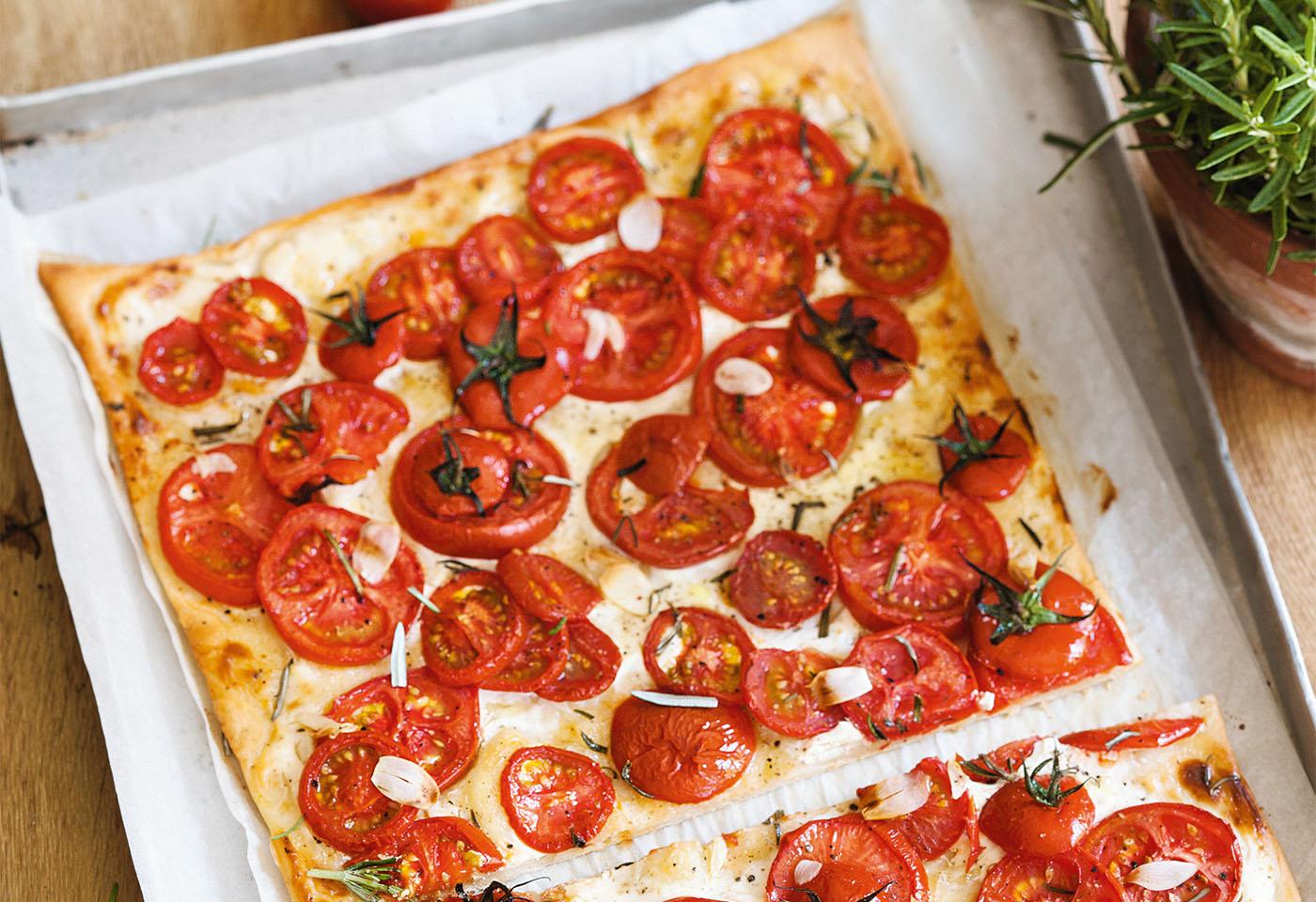 Tomatenpizza mit Knoblauch und Rosmarin Foto: © Wolfgang Schardt