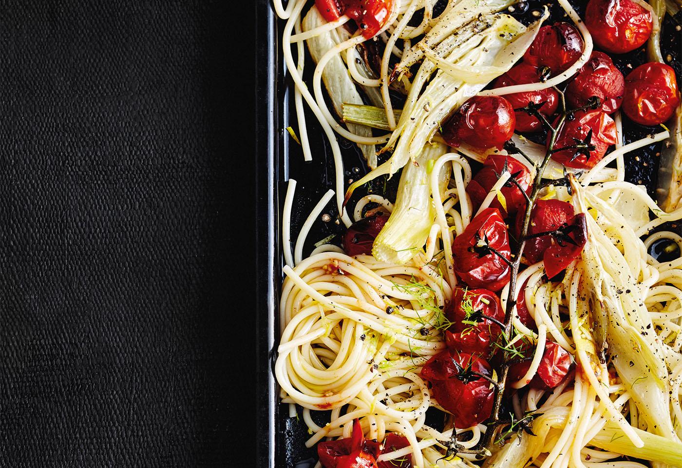 Spaghetti mit mediterranem Ofengemüse Foto: © Thorsten Suedfels