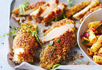 Hühnernuggets mit Nudelsalat Foto: © Janne Peters