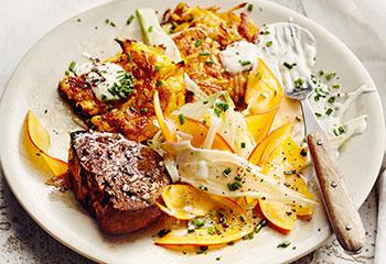 Steak mit Kürbisrösti und Fenchel-Kürbis-Salat Foto: © Thorsten Suedfels