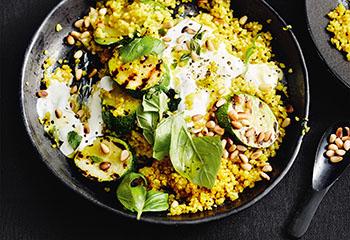 Curry-Bulgur mit Zucchini und Minzejoghurt Foto: © Thorsten Suedfels