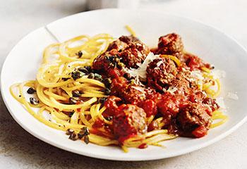 Kürbis-Spaghetti mit Faschierten Bällchen Foto: © Thorsten Suedfels