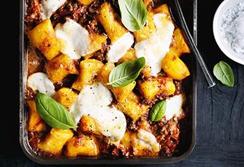 Kürbis-Gnocchi mit Sauce Bolognese Foto: © Ben Dearnley