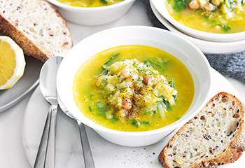 Kichererbsen-Lauch-Suppe mit Spinat Foto: © Jean Paul Urizar