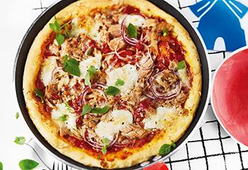 Thunfisch-Pizza mit Zwiebeln Foto: © Monika Schürle