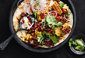 Tortillas mit Faschiertem, Mais und Joghurt Foto: © Thorsten Suedfels