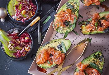 Avocado mit Mohnölvinaigrette und Lachs