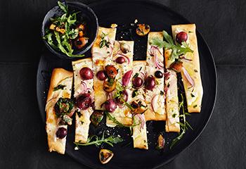 Pizza Bianca mit Trauben und Champignons Foto: © Thorsten Suedfels