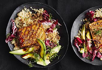 Quinoa mit Tofu, Avocado und Radicchio Foto: © Thorsten Suedfels
