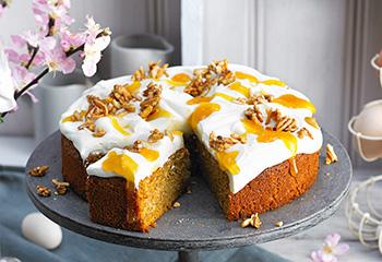Karotten-Haselnuss-Torte mit Zitronen-Frischkäse-Creme Foto: © Nikolai Buroh