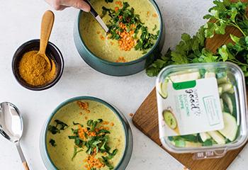 Curry-Zucchini-Suppe mit roten Linsen Foto: © Michael Reidinger