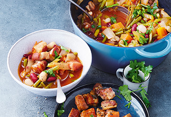 Eintopf mit Bauchfleisch und Gemüse Foto: © Janne Peters