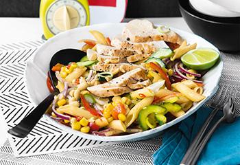 Nudelsalat mit Hühnerbruststreifen und Limettenmarinade Foto: © Wolfgang Schardt