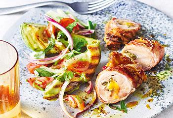 Hühner-Involtini und Salat mit gegrillten Avocados Foto: © Janne Peters