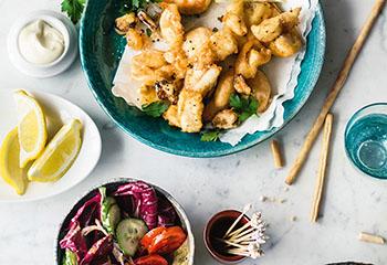 Fritto misto mit Knoblauchmayonnaise und Salat Foto: © Wolfgang Schardt