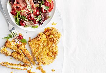 Schweinsschnitzel mit Tomaten-Himbeer-Salat Foto: © Thorsten Suedfels