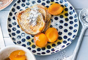 Buttermilch-Mohn-Pancakes mit Marillenröster Foto: © Wolfgang Schardt