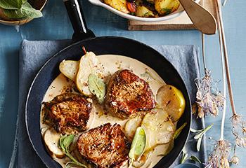 Hüferlsteak mit Birnen-Salbei-Sauce und Braterdäpfeln Foto: © Thorsten Suedfels