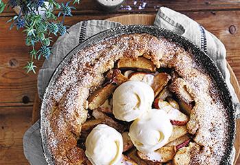 Apfel-Zimt-Pie mit Vanilleeis
