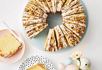 Eierlikörkuchen mit Nusskruste Foto: © Thorsten Suedfels