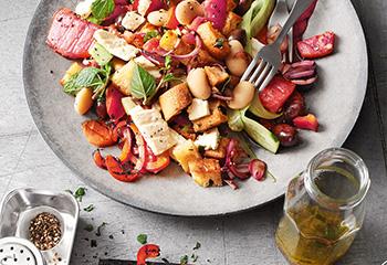 Griechischer Salat mit Bohnen und Wassermelone Foto: © Janne Peters