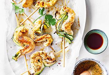 Zucchini-Hühnerspieße mit Thai-Curry-Marinade Foto: © Janne Peters
