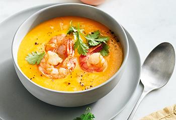 Orangen-Karotten-Suppe mit Garnelen Foto: © Thorsten Suedfels