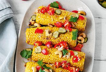 Gebratene Maiskolben mit Tomatensalsa und Curry-Cashews Foto: © Wolfgang Schardt