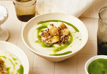 Karfiolcremesuppe mit Pilz-Croûtons Foto: © Kevin Ilse