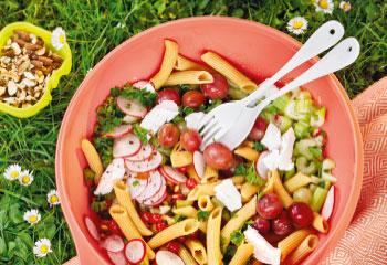 Linsenpastasalat mit Beeren und Ziegenfrischkäse Foto: © Julia Hoersch