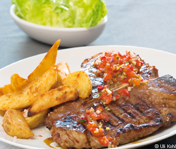 Strip Line Steak mit Texas-Marinade und Tabasco-Wedges