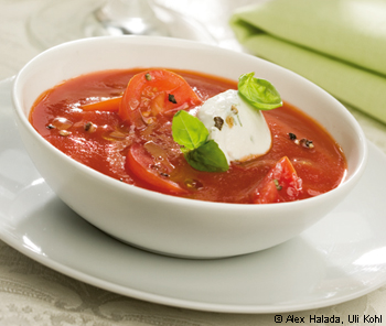 Kirschparadeisersuppe mit Basilikum-Ricottanockerl