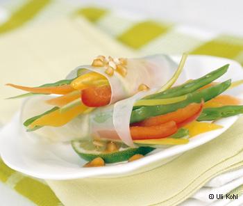 Gemüseröllchen im Reisblatt